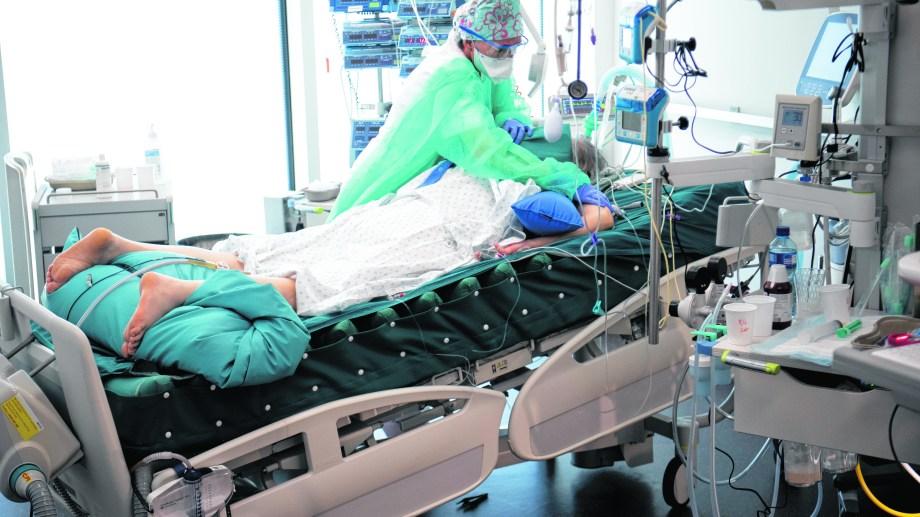 Un enfermo grave de covid-19 en una unidad de cuidados intensivos de nuestro país.