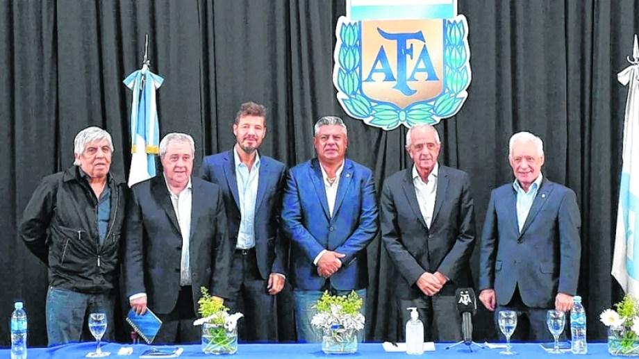 Chiqui Tapia y la plana mayor del Comité Ejecutivo: los presidentes de los cinco grandes del fútbol argentino.