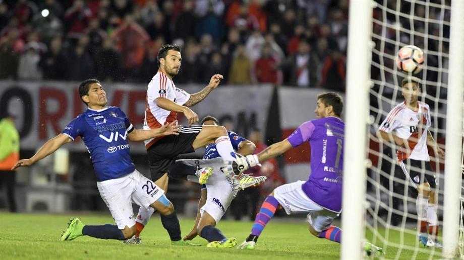 Scocco le hizo cinco goles a Olivares, de los ocho totales.