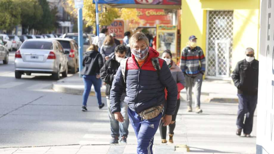 En la ciudad también habrá comercios minoristas habilitados a funcionar tres veces por semana.