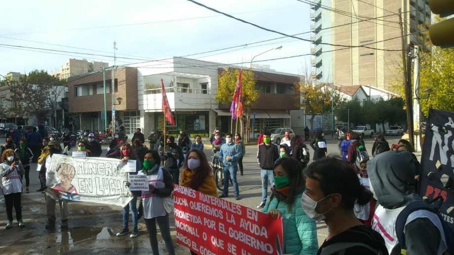 La marcha comenzó en el monumento a San Martín. (Gentileza).-