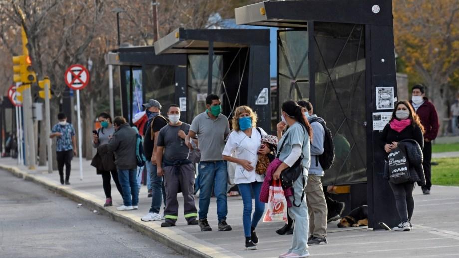 El urbano se priorizará en Neuquén para las trabajadoras esenciales (foto Florencia Salto)