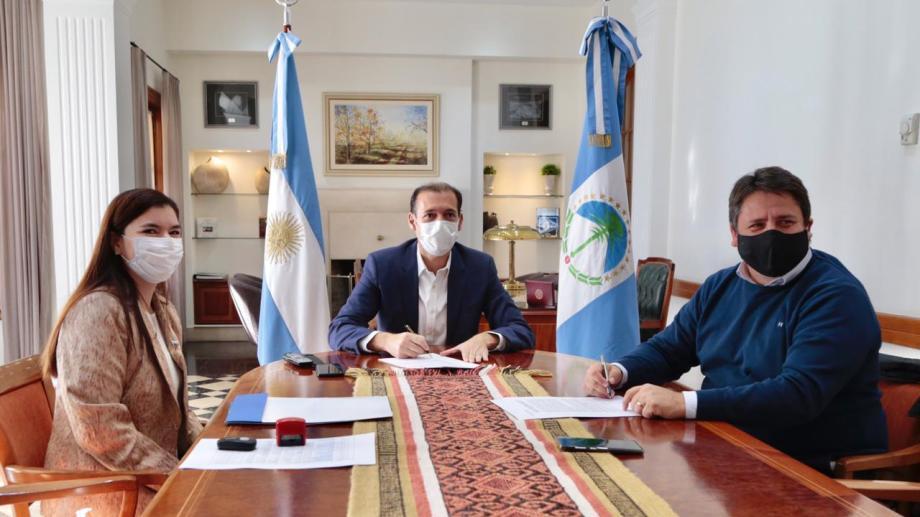 Omar Gutiérrez, Vanina Merlo y Mariano Gaido en Casa de Gobierno (gentileza)