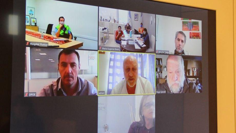 Los directores de los tres hospitales de la ciudad de Neuquén mantuvieron una reunión por videoconferencia con la ministra de Salud Andrea Peve. (Ministerio de Salud)