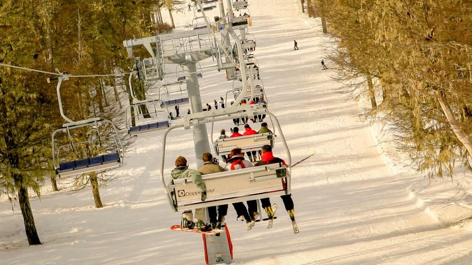 En las sillas cuádruples irán dos esquiadores. Foto: Patricio Rodríguez