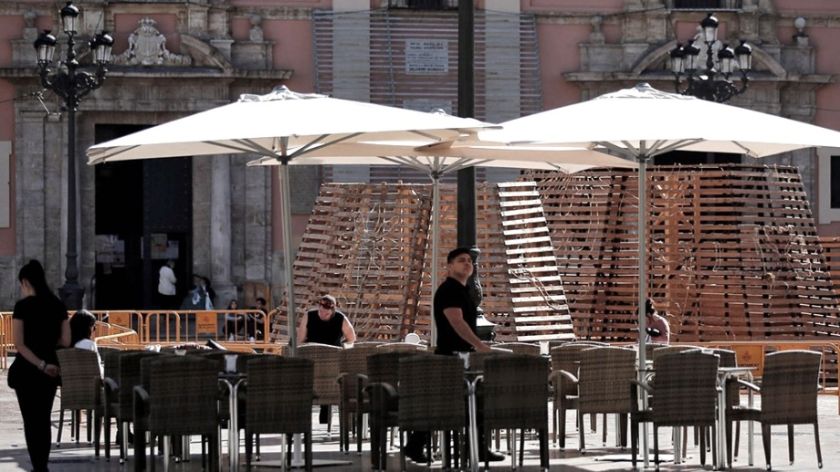 En Italia y España, se habilitó la actividad comercial. Durante el fin de semana, se multiplicó la cantidad de gente en distintos locales.