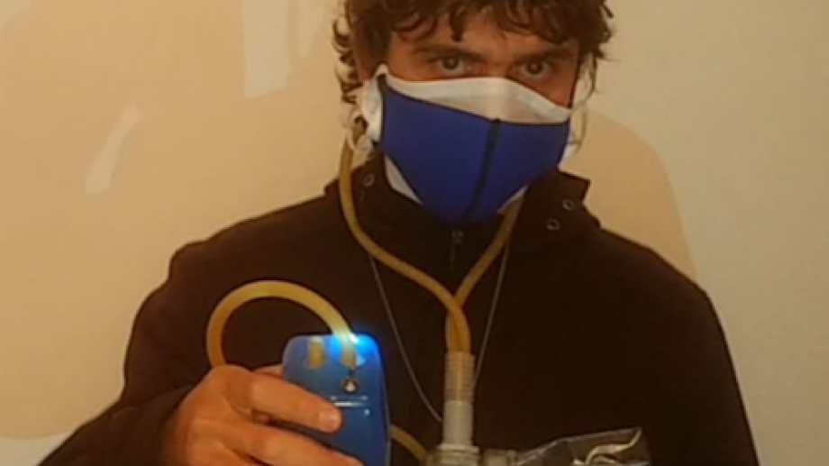 El ingeniero Ezequiel Pawelko diseñó el respirador de aire limpio. Foto: gentileza