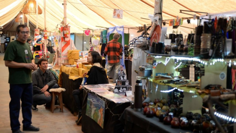 La feria de la calle Urquiza trabaja principalmente con turistas. Foto: archivo
