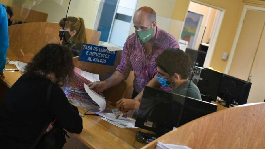 Marco Magnanell representó al municipio de Viedma durante la firma de los contratos. Foto: gentileza.