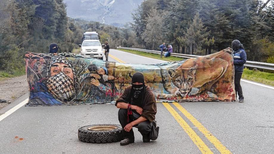 Ocho miembros de la comunidad mapuche Lafken Winkul Mapu están procesados por usurpación, aunque esa decisión está apelada. (Foto archivo)