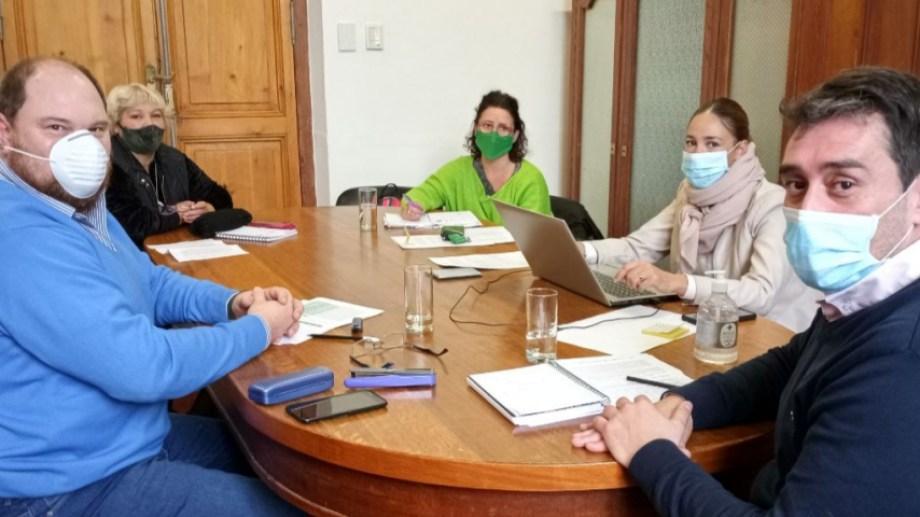 Funcionarios y representantes gremiales durante la reunión de la Mesa de la Función Pública. Foto: gentileza.