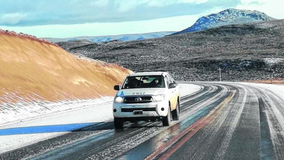 Las rutas de la Región Sur y la cordillera ya se ven afectadas por el hielo. Archivo