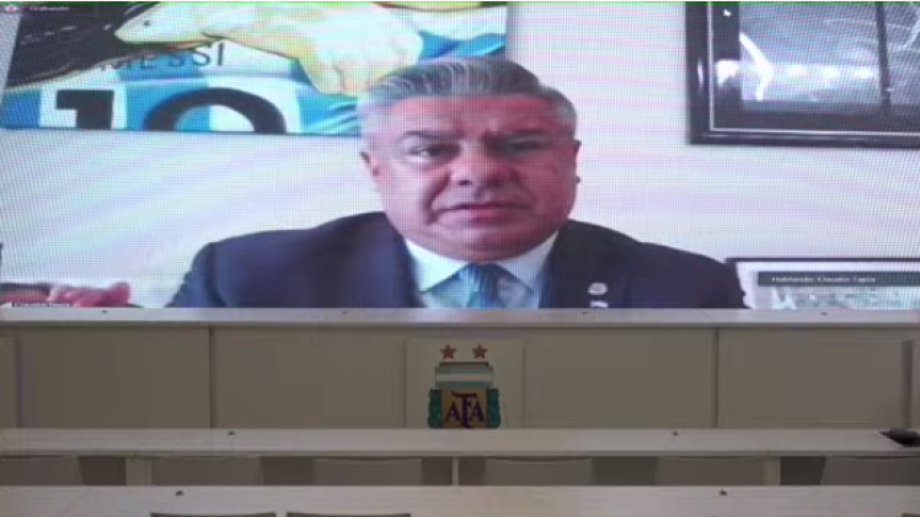 Tapia brindó un discurso antes de ser reelegido como presidente de AFA.