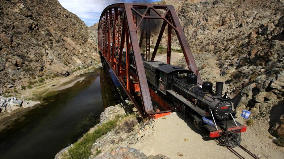 El puente del rio Chico una de las obras de artes del ramal. (Foto: gentileza).