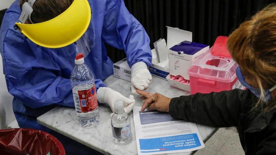 Los testeos que se realizan para detectar el contagio en todo el país. Foto: gentileza.-