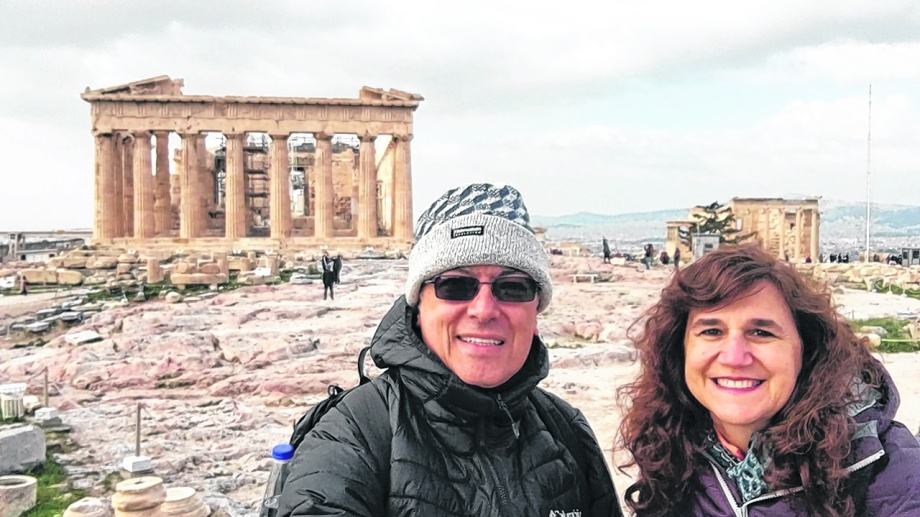 """En el Partenón. """"Su historia es muy interesante y rica. Fue construido varias veces. El tercero es el que conocemos"""", describen."""