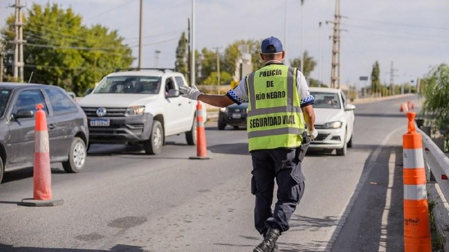 Personal policial se mantiene en las ciudades, para disminuir la circulación. Foto: gentileza.-