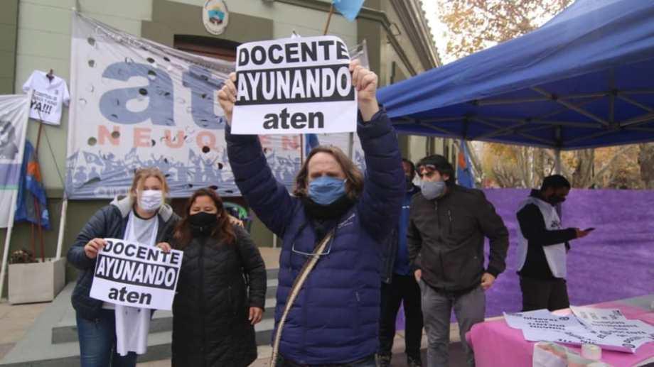 La protesta del gremio docente en Casa de Gobierno Foto: prensa ATEN