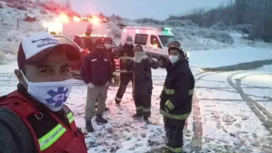 Personal de bomberos, Policía y el hospital se movilizaron por un falso accidente. (Gentileza FM Cordillerana).-