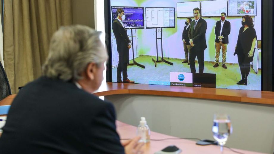 El presidente encabezó este mediodía una videoconferencia con el gobernador del Chaco, Jorge Capitanich, para analizar la situación sanitaria en esa provincia. Foto: Presidencia.-