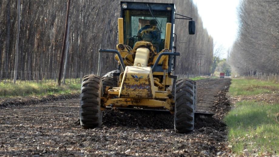 Maquinaria de Vialidad Rionegrina realizó la reparación de la ruta 7 para acceder a Valle Azul. (Foto Néstor Salas)