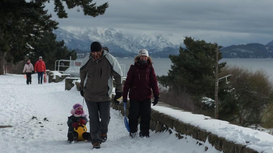 En Bariloche permanecen más de 400 personas con covid-19 activos. Archivo