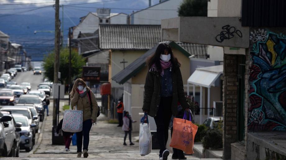 La curva de contagios en Bariloche se mantuvo muy alta esta semana y hay 1364 casos activos. Archivo