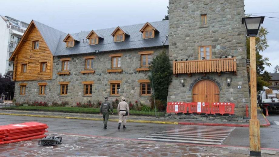 En lo que va de la pandemia, 2.646 personas de Bariloche contrajeron la COVID-19 de las cuales 2.069 se curaron y 52 murieron. (Foto Archivo)
