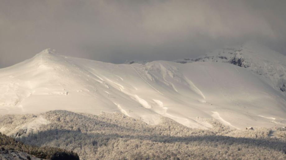 Panorámica. Así se veía el cerro ayer después de las últimas nevadas. Foto: Patricio Rodríguez