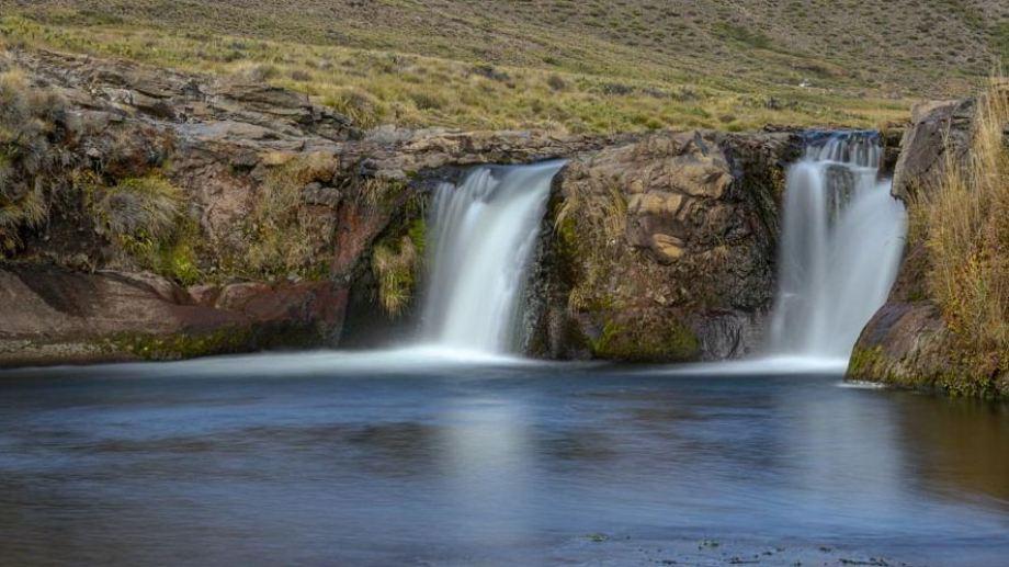 Pequeña cascada de unos de los arroyos afluentes del río Lileo en las cercanías de Los Miches. Foto de Ricardo Kleine Samson.