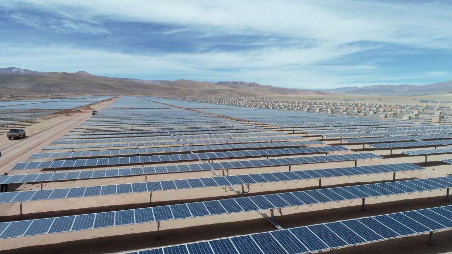 La puesta en marcha de los parques solares Cauchari, en Jujuy, está programada para dos años después de la fecha inicialmente prevista.