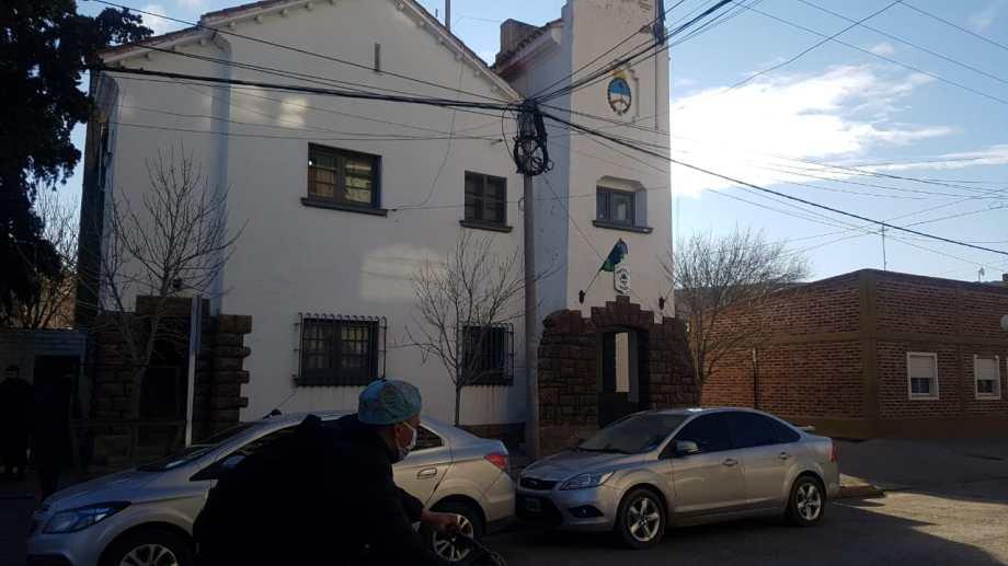 Efectivos de la Comisaría 5ta. de Regina detuvieron a cinco personas sorprendidas cuando intentaban robar. (Foto Néstor Salas)