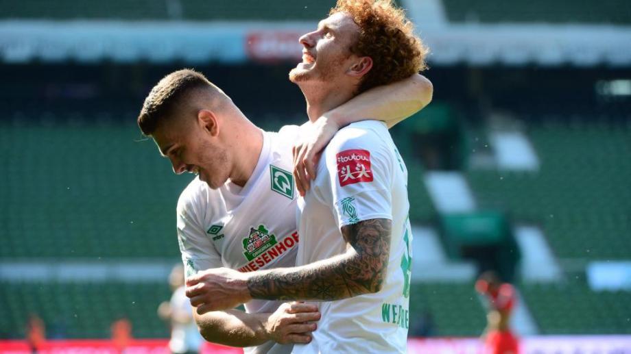 Werder Bremen goleó 6 a 1 y jugará la promoción.