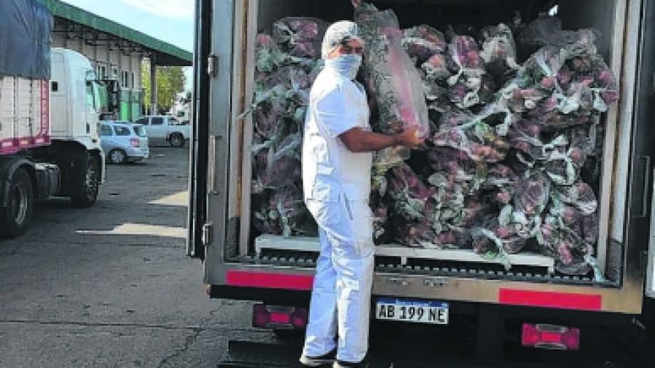 Unos 1.500 chivos fueron comprados por el Estado para favorecer la descarga de campos de invernada y se comercializan en carnicerías y distribuidores de la ciudad de Neuquén.