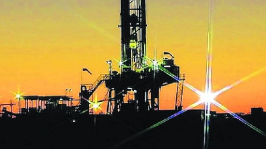 La industria petrolera atraviesa una profunda crisis por la falta de mercado para colocar la producción acumulada.