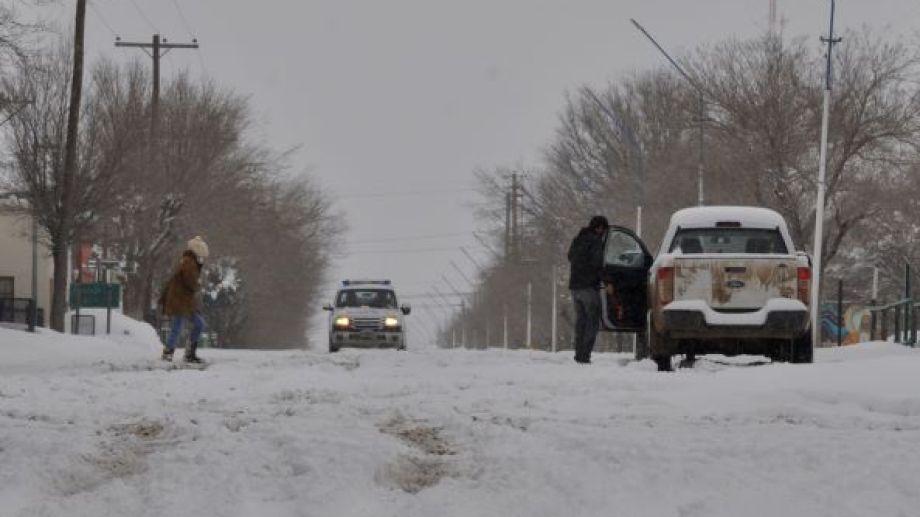 Por la nieve y el cordón sanitario, la circulación de personas en la vía pública en mínima. (Foto: José Mellado)