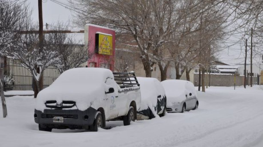 En Jacobacci la nieve acumulada supera los 25 cm. (Foto: José Mellado).