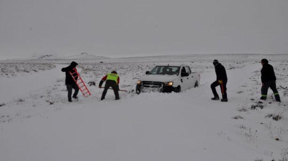 Las encajadas son inevitables en las salidas al campo con nieve. (Foto: José Mellado)