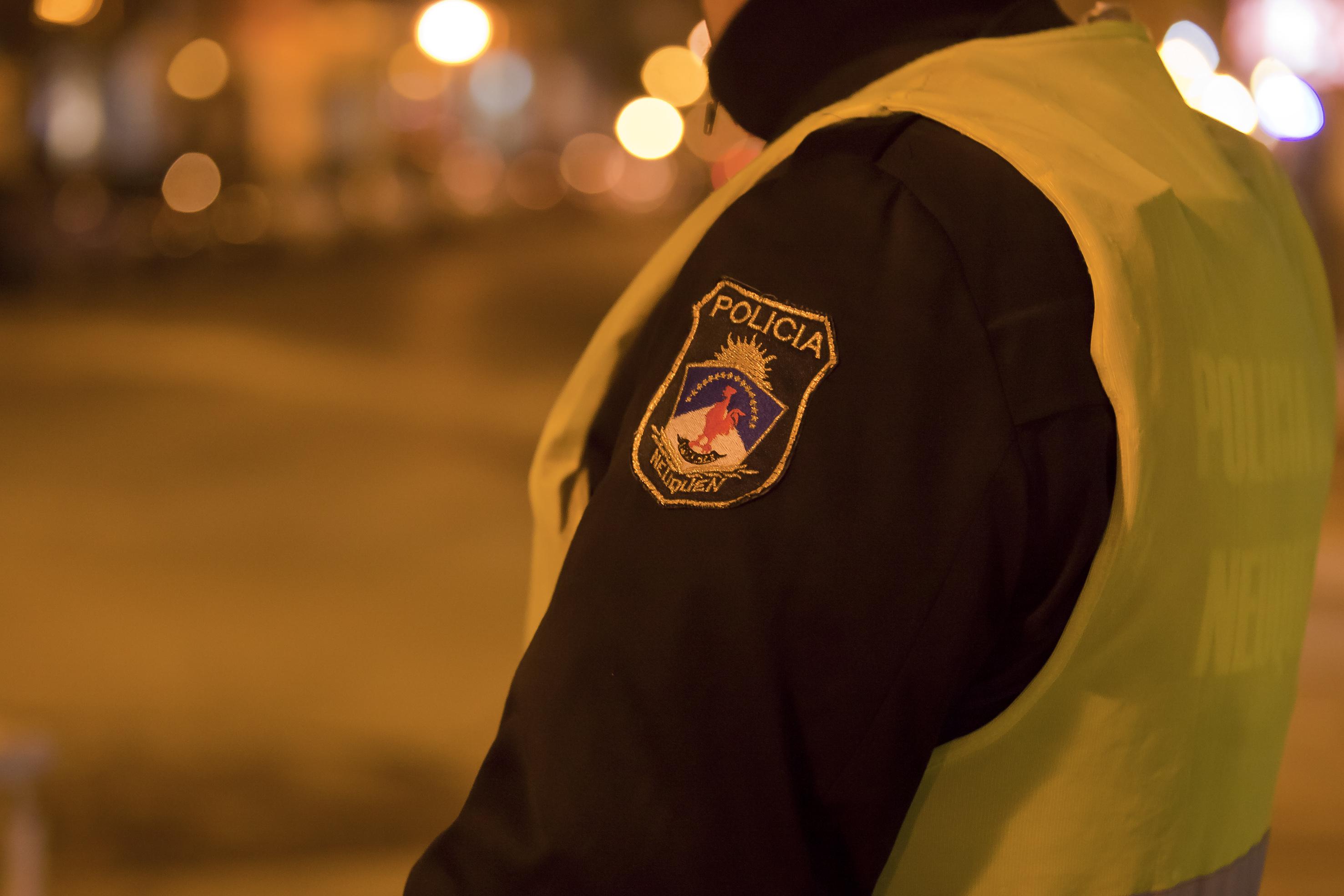 Dos demorados en Neuquén por circular con drogas y en horarios no permitidos