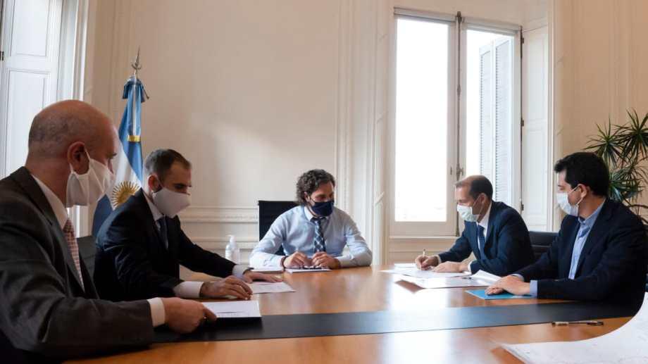 El gobernador Gutiérrez reunido con el jefe de Gabinete Santiago Cafiero y otros funcionarios nacionales. Foto: Prensa de Gobierno
