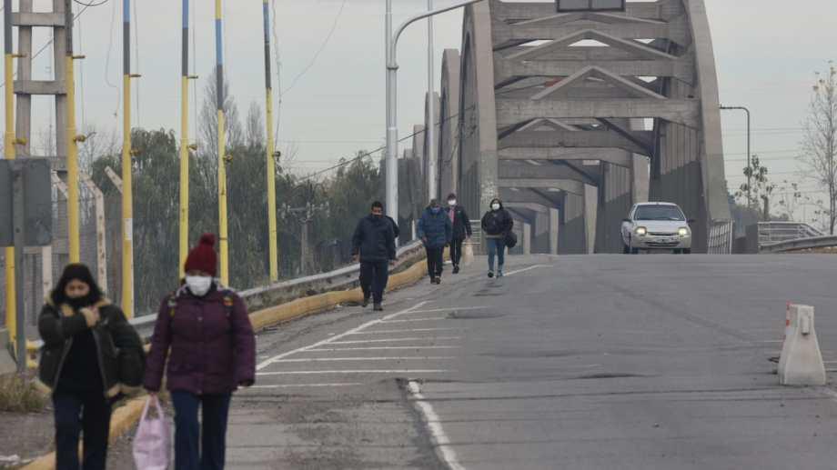 Las provincias interactúan diariamente con miles de personas que viven o trabajan del otro lado de los puentes. Foto: archivo.