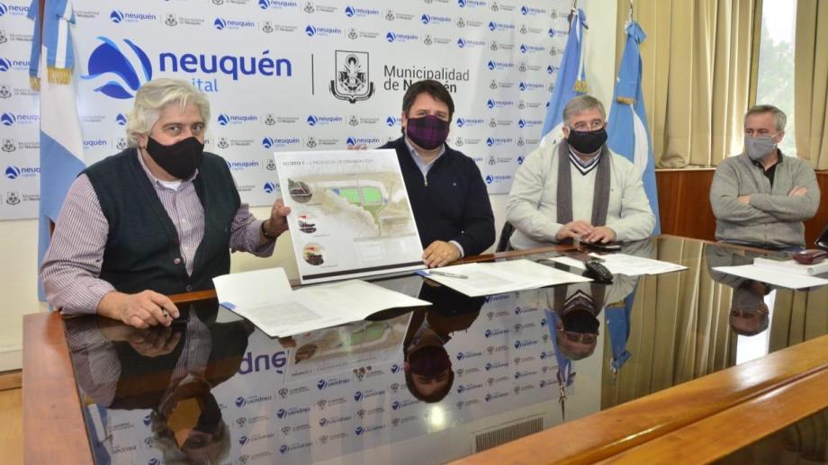 Sergio Rodríguez  y Mariano Gaido durante la firma del convenio. Foto: Prensa Municipal