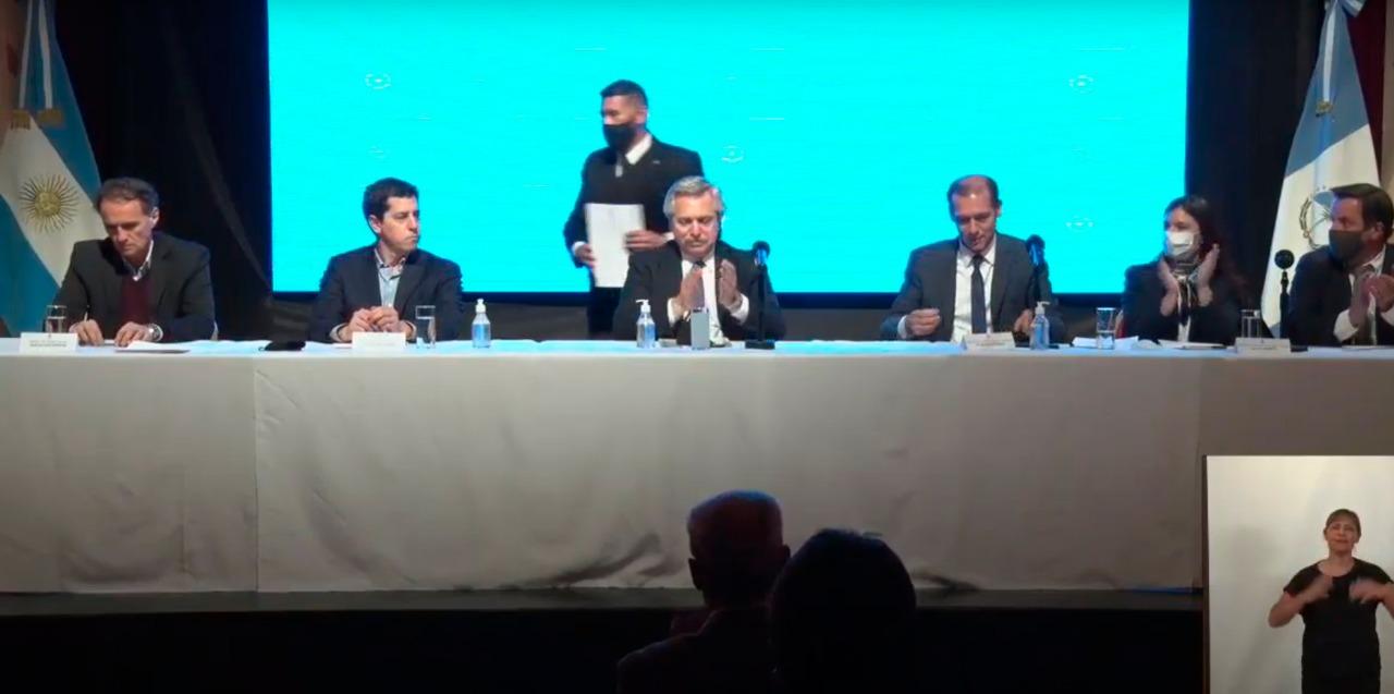Alberto Fernández en Villa la Angostura: terminarán el puente de La Rinconada