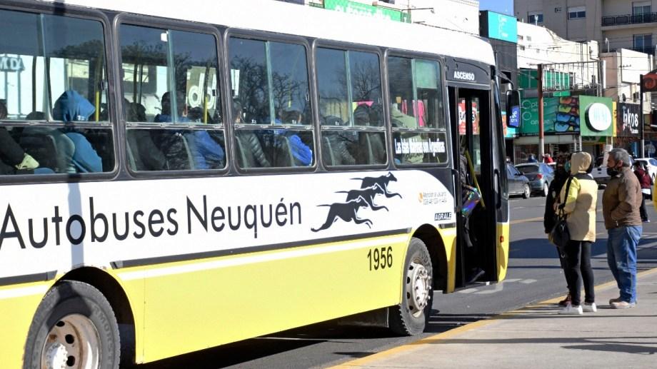 La restricción en el transporte público busca evitar aglomeraciones en los colectivos. (Archivo Florencia Salto).-