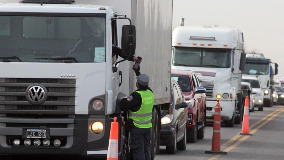 El tránsito pesado deberá cruzar por el Tercer Puente. Foto: Oscar Livera