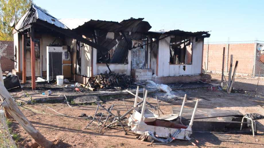 La casa que se incendió en Valentina Norte.  Foto: Yamil Regules