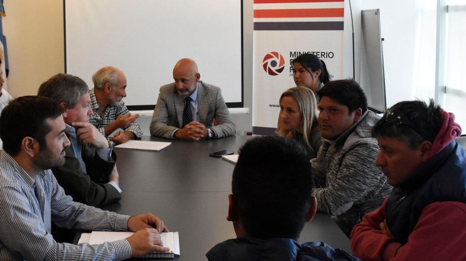 Emanuel López (derecha) y  Pablo Vignaroli (en el centro) durante los encuentros de mediación en la fiscalía. Foto: Florencia Salto