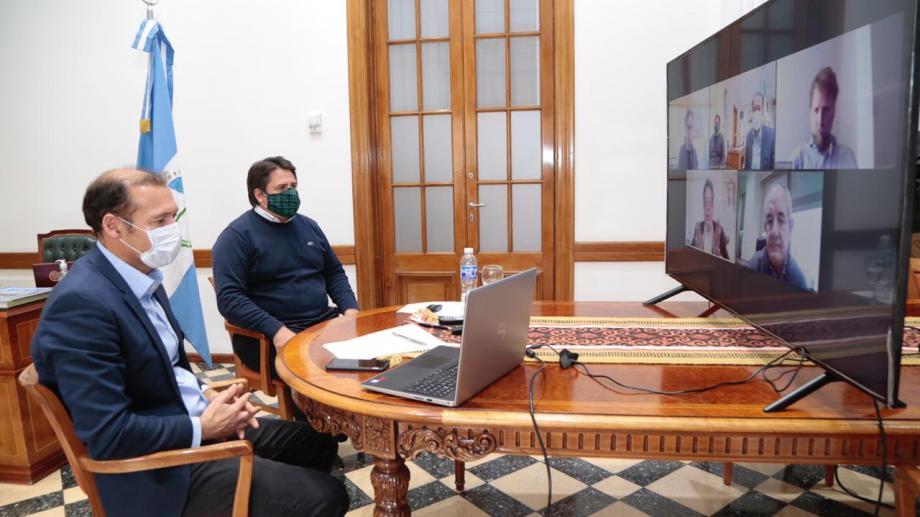 En una videoconferencia se acordaron los alcances del préstamo para pavimentar las rutas petroleras.