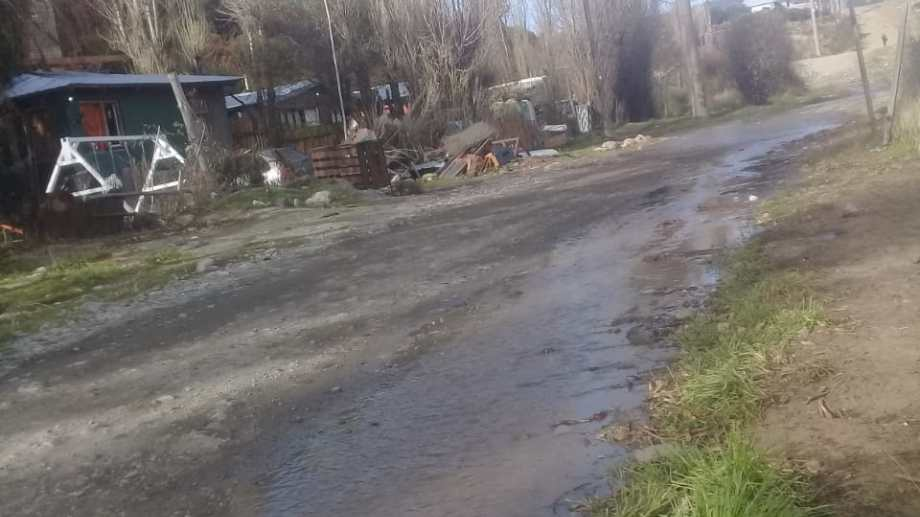 Así corre el agua en el barrio Barda Este. Foto: gentileza