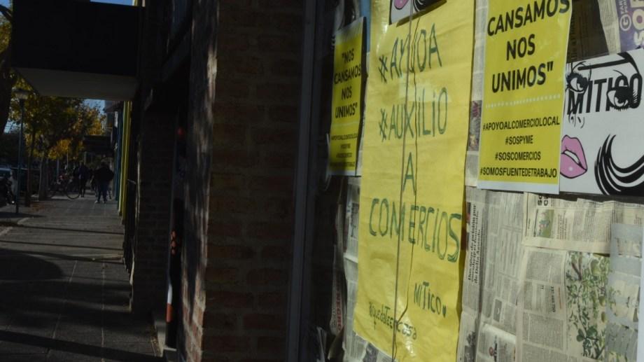 Muchos comercios no llegaron al mes de pandemia y ya habían cerrado sus puertas. Hoy suman cerca de 300. (foto: Juan Thomes)